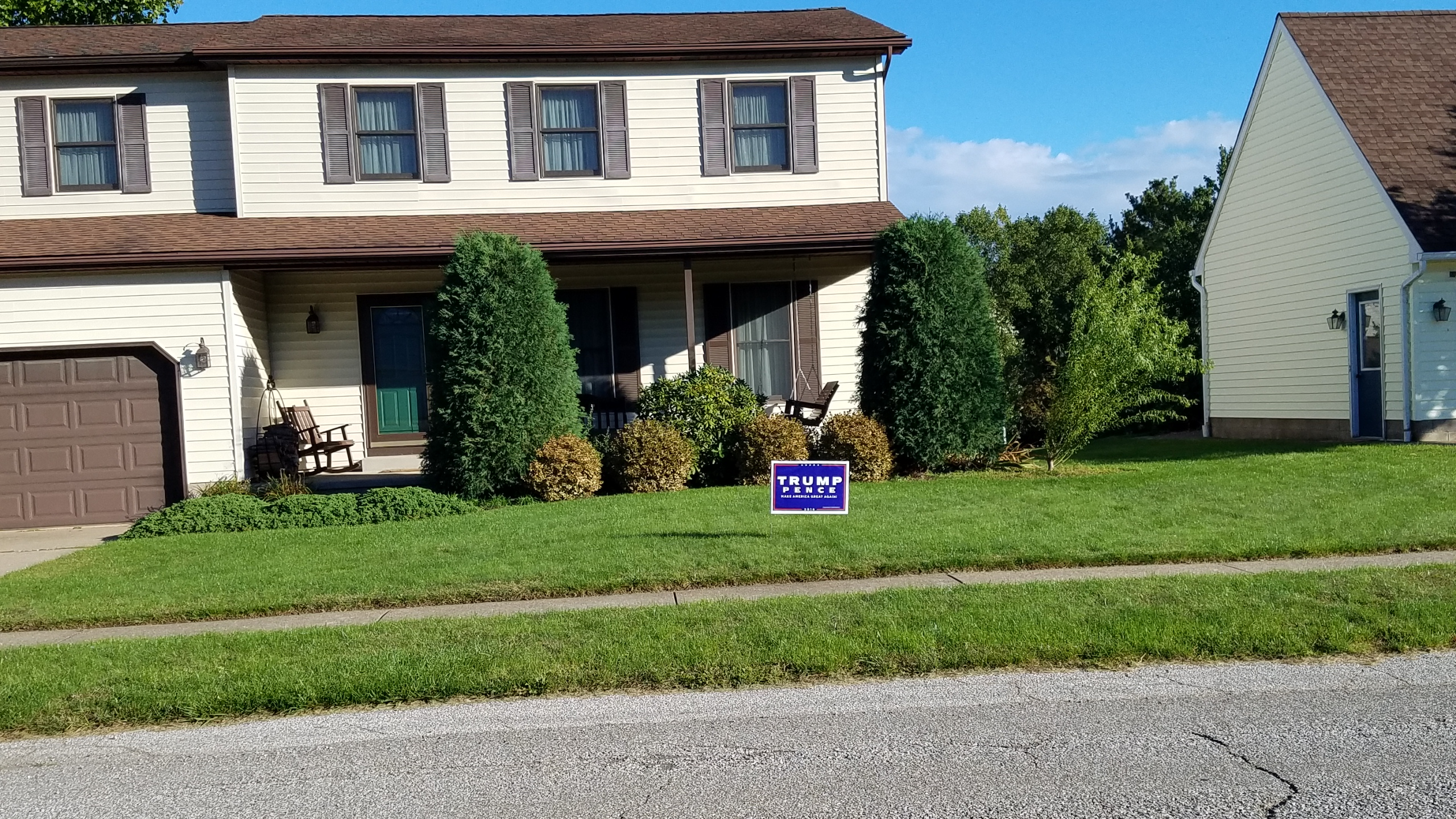Trump_Small_Sign_100716
